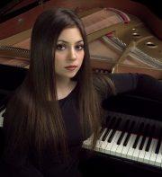 Lara Melda, piano